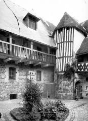 Maison dite de Henri IV - Cour intérieure