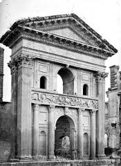 Château - Grand portail, au sud