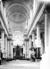 Cathédrale Notre-Dame et Saint-Vaast - Vue intérieure de la nef vers le choeur
