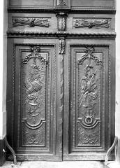 Ancien arsenal - Porte sculptée