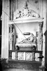 Cathédrale Saint-Julien - Tombeau de Guillaume du Bellay, seigneur de Langey mort en 1543