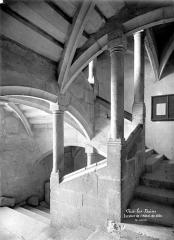 Hôtel de ville (ancien château des Marquis d'Aix) - Escalier intérieur