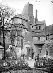 Bains de la Reine dénommés aussi Pavillon d'Anne de Bretagne - Façade sur rue, côté est