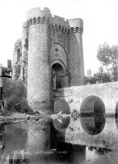 Remparts - Porte Saint-Jacques et pont sur le Thouet
