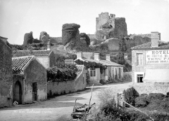Château - Vue générale prise de l'est