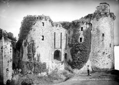 Ruines du château de Tonquédec - Châtelet d'entrée