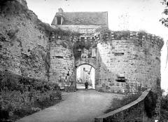 Ancienne enceinte de la ville - Porte de Ville