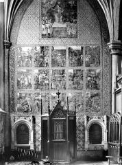 Eglise Saint-Pierre - Vue intérieure d'une chapelle décorée de peintures murales