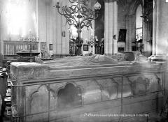 Collégiale, puis cathédrale Notre-Dame, actuellement église paroissiale Notre-Dame - Tombeau de saint Omer (gisant)