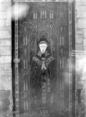 Collégiale, puis cathédrale Notre-Dame, actuellement église paroissiale Notre-Dame - Dalle funéraire du chanoine Simon Bocheux mort en 1462