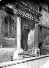 Eglise Saint-Gervais-Saint-Protais - Façade sur la rue des Barres : Porte