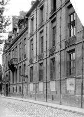 Hôtel de Lauzun ou Hôtel de Pimodan - Façade sur rue en perspective