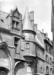 Hôtel de Sens - Façade sur rue : Tourelle de droite