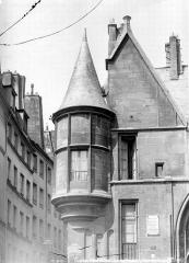 Hôtel de Sens - Façade sur rue : Tourelle de gauche