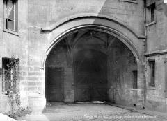 Hôtel de Sens - Cour intérieure : Voûte du porche d'entrée