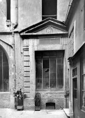Immeuble - Cour intérieure : Fenêtre