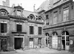 Hôtel d'Aumont - Cour intérieure : Vue du côté de l'entrée