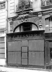 Ancien hôtel de Noisy - Façade sur la rue Poissonnière : Ancien portail
