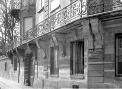Hôtel Lambert - Façade sur le quai : Rez-de-chaussée et grand balcon du premier étage