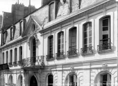 Hôtel Jeanne d'Albret - Façade sur rue en perspective : Premier étage