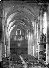 Eglise Saint-Leu-Saint-Gilles - Vue intérieure de la nef vers l'entrée