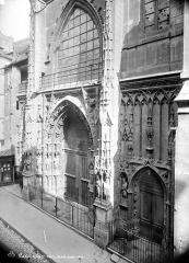 Eglise Saint-Merri - Façade ouest en perspective : Partie inférieure