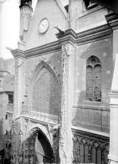 Eglise Saint-Merri - Façade ouest en perspective : Partie supérieure