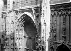 Eglise Saint-Merri - Façade ouest : Partie supérieure du portail
