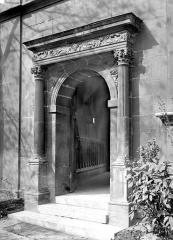 Ancien hôtel de Cluny et Palais des Thermes, actuellement Musée National du Moyen-Age - Petite porte donnant sur les jardins