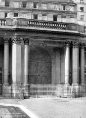 Anciens hôtels de Rohan et Soubise, actuellement Archives Nationales - Hôtel de Soubise. Cour d'honneur : Entrée monumentale