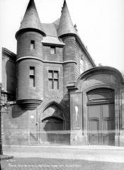 Anciens hôtels de Rohan et Soubise, actuellement Archives Nationales - Hôtel de Clisson. Façade d'entrée sur la rue des Archives
