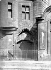 Anciens hôtels de Rohan et Soubise, actuellement Archives Nationales - Hôtel de Clisson. Porte d'entrée sur la rue des Archives