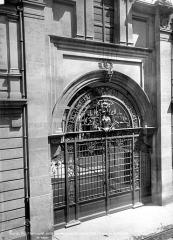 Hôtel Carnavalet - Façade sur rue : Porte