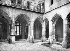 Temple des Billettes (ancien couvent des Carmes-Billettes) - Cloître : Galerie extérieure