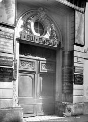 Maison - Façade sur rue : Porte monumentale