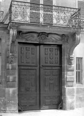 Hôtel Lefebure de la Malmaison - Façade sur rue : Balcon et porte