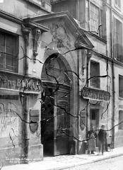 Hôtel Gégault de Crisenoy - Façade sur rue : Porte