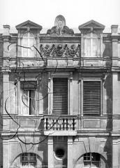 Hôtel Lamoignon ou ancien hôtel d'Angoulême - Façade sur cour : Etage supérieur, côté gauche
