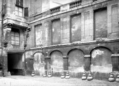 Hôtel de Lauzun ou Hôtel de Pimodan - Cour intérieure, côté ouest