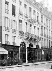 Hôtel du Président Hénault (ou Hainault) de Cantorbe - Façade sur rue