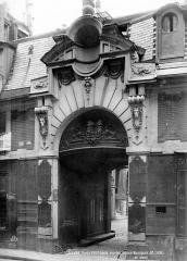 Hôtel d'Almeyras (ancien hôtel de Fourcy) - Façade sur rue : Porte du 17ème siècle