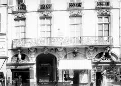 Immeuble - Façade sur rue : Balcon