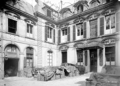 Immeuble, ancien hôtel de Bondeville - Cour intérieure