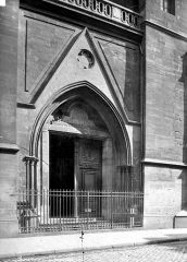 Eglise Saint-Leu-Saint-Gilles - Portail de la façade ouest