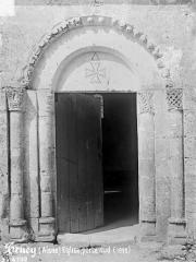 Eglise - Petit portail de la façade sud