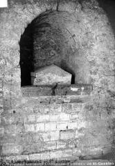 Ancienne collégiale Saint-Quentin - Crypte : Tombeau de saint Gatien