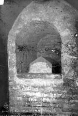 Ancienne collégiale Saint-Quentin - Crypte : Tombeau de saint Victor