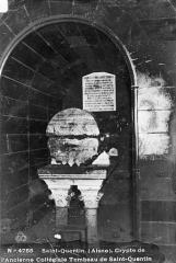 Ancienne collégiale Saint-Quentin - Crypte : Tombeau de saint Quentin (profil)