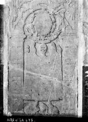 Eglise Saint-Pierre - Pierre tombale