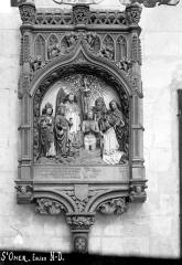 Collégiale, puis cathédrale Notre-Dame, actuellement église paroissiale Notre-Dame - Monument funéraire d'un chanoine : Baptême du Christ avec le donateur accompagné de saint Jean, saint Côme et saint Damien